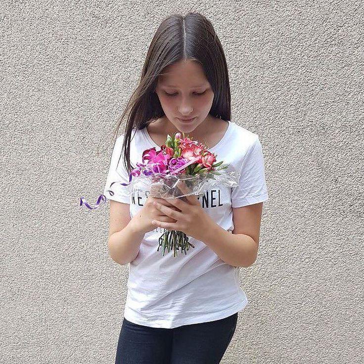 Tagga gli amici che ti seguono  #newsaporter #amo #sbocciare #sciabolarecomesenoncifosseundomani #siamosolonoi #maglia #maglie #maglietta #magliettina #magliettatop #magliettafiga #magliettanuova #modadonna #nuovetendenze #tshirt #tshirts #milanese #mifavolare #mifaistarebene #mifidodite #ragazzaimmagine #ragazzasexy #bomber #bomberina #bomberone #principessa #primadonna