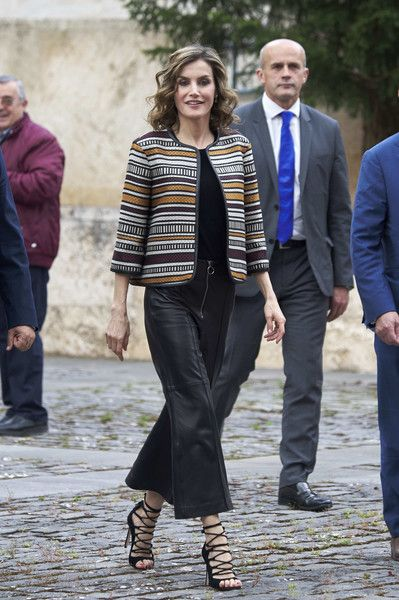 25 May 2016 - Queen Letizia attends a conference in San Millian de la Cogolla - outfit and sandals by Uterque