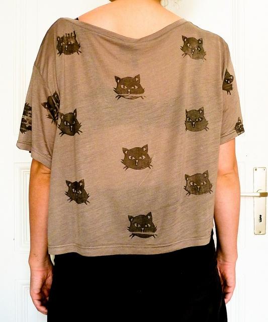 Make your own kitty print shirt using a potato. I have to try this!: Kitty Shirts, Cat Shirts, Kitty Cat,  T-Shirt, Potatoes Prints,  Tees Shirts, Cat Faces, Diy Shirts, Cat Prints