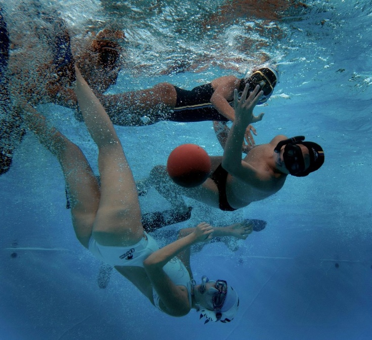 El Rugby Subacuático une el buceo con la práctica de un deporte de pelota bajo el agua de una piscina. Te lo contamos en http://blog.viva-aquaservice.com/2013/05/27/conoces-el-rugby-subacuatico/