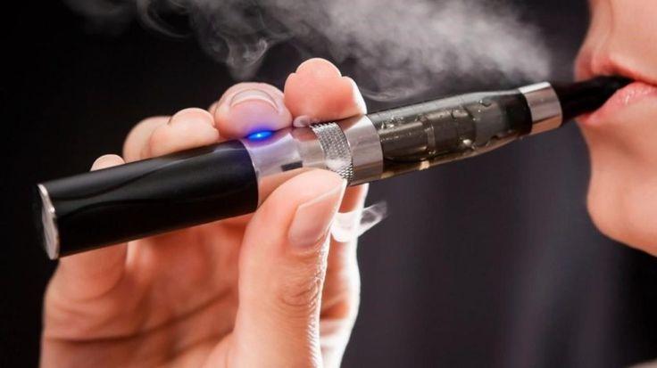 Mengkonsumsi Rokok Elektrik Bagi Kesehatan Amankah?