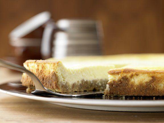 New Yorker Käsekuchen - der Klassiker in Flach: Manchmal muss man Fünfe gerade sein lassen. Diese Variante des Käsekuchens hat sich dünn gemacht.