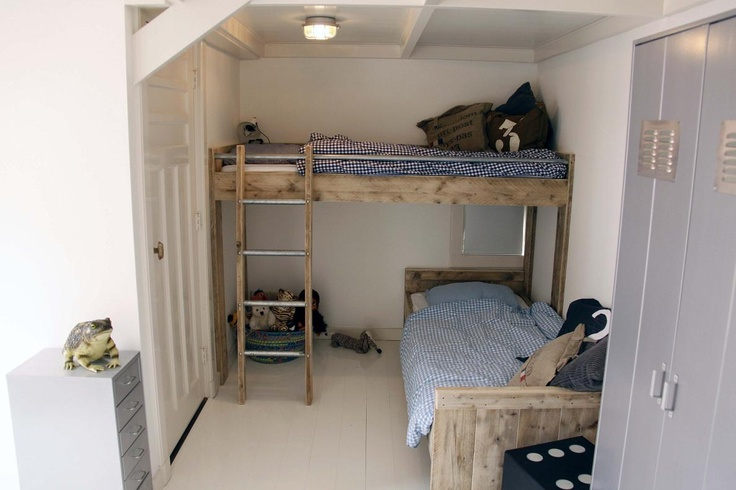 Maatwerk hoogslaper van steigerhout voor 2 kids met evt verschuifbare trap