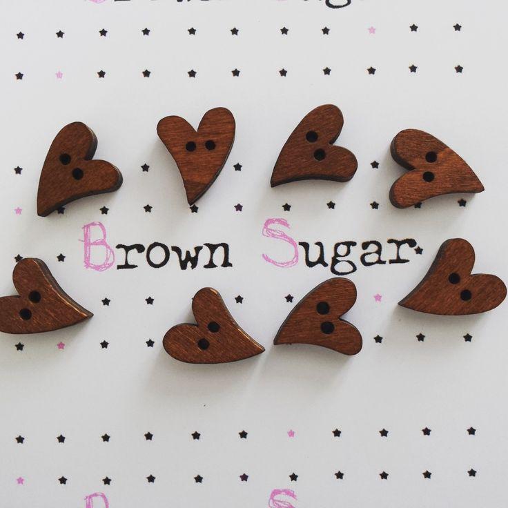 Lot de 10 boutons en bois ☆ coeurs ☆ scrapbooking ou couture : Boutons par brown-sugar