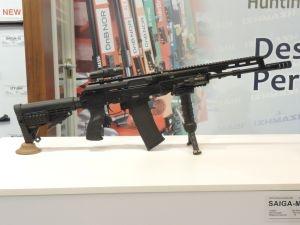 Erfahren Sie mehr: http://www.all4shooters.com/de/News/Buechsen/saiga-m-107-neue-selbstladebuechse/  Der russische Hersteller Ischmasch bringt bald die Selbstladebüchse Saiga Mk.107 auf den Markt. Es handelt sich um eine zivile Variante des Sturmgewehrs AK-107.