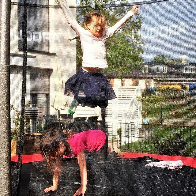 Werbung Hipp Hipp Hurra Wir Haben Endlich Ein Trampolin Es Vergeht Kein Tag An Dem Nicht Gehupft Wird Meine Madchen Sind Mega Ballet Skirt Ballet Fashion