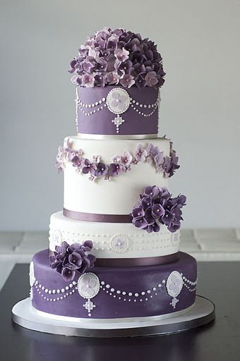 Hydrangeas & piping...Beautiful white and purple cake Oh my gosh love this..purple is like my second favorite color.