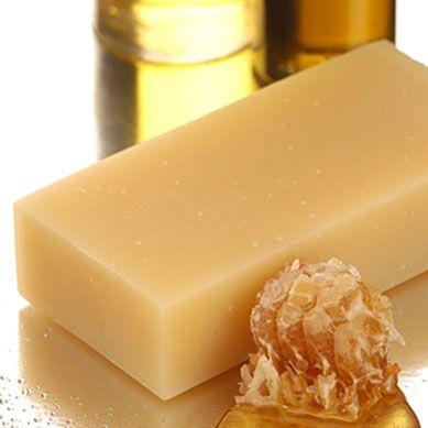 Australian hemp seed oil & Leatherwood honey shampoo bar – for dry sensitive scalp and hair - Beauty and the Bees