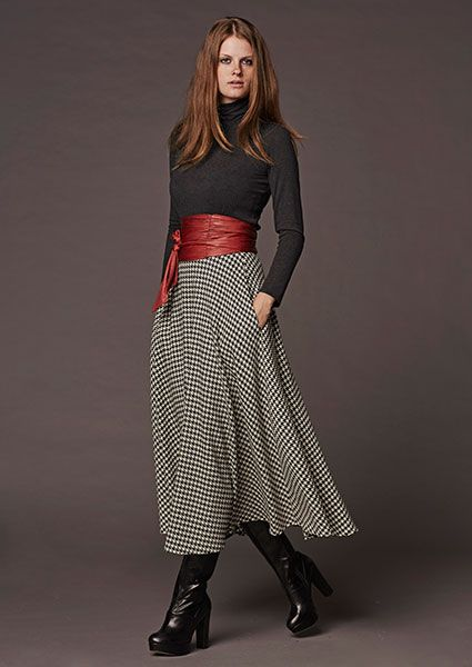 Imposing, long, black skirt klos with pied de coque design with pockets, the perfect choice to highlight your femininity !!