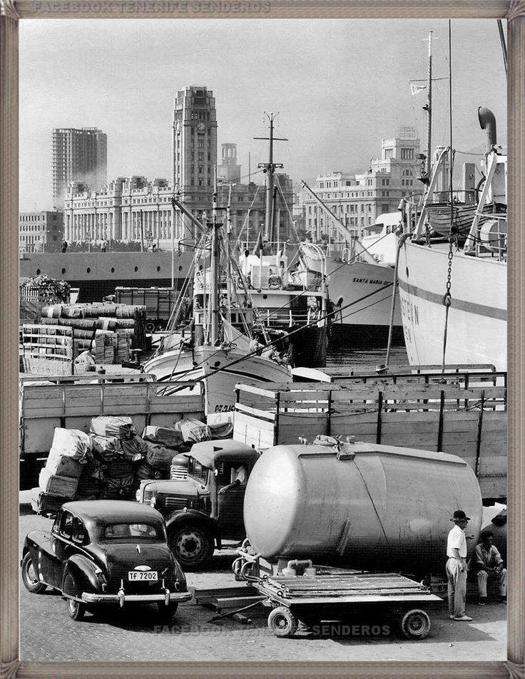 Puerto de Santa Cruz de Tenerife año 1950.... #fotoscanariasantigua #tenerifesenderos #fotosdelpasado #canariasantigua #canaryislands #islascanarias #blancoynegro #recuerdosdelpasado #fotosdelrecuerdo