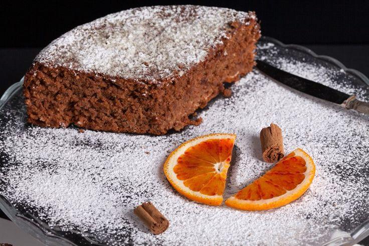 Il pan d'arancio cacao e noci è un dolce particolare, che si rifà al classico pan d'arancio che viene però arricchito e reso ancora più irresistibile. Ecco la ricetta
