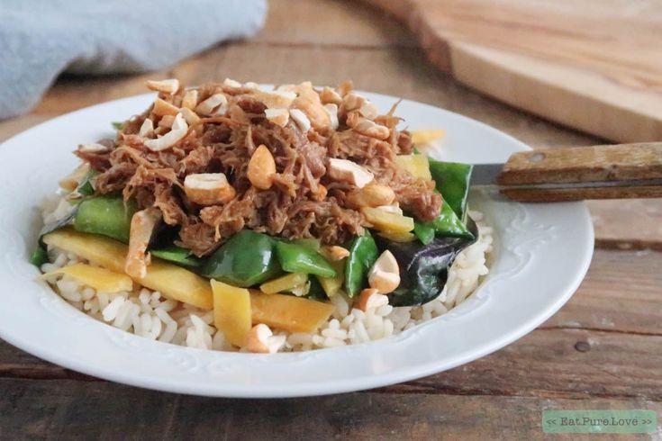 Draadjesvlees van kip! Een recept voor een gezonde pulled chicken met rijst en cashewnoten mag natuurlijk niet ontbreken op www.eatpurelove.nl. Enjoy!
