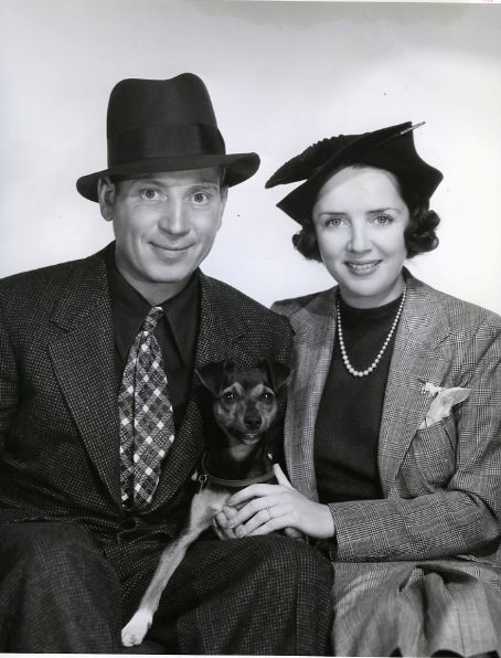 "Adolph ""Harpo"" Marx and wife Susan Fleming (m.1936-1964; his death) The couple adopted four children: Bill, Alex, Jimmy, and Minnie."