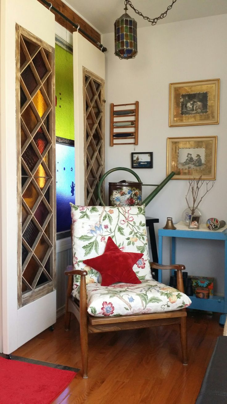 Front entry. Eclectic living. November 2016. mid-century chair. floral slipcover, wall decor, utility cart, handpainted watering can, stained glass, vintage retro mix. my ever changing rooms.