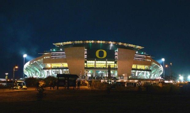 Oregon Ducks Stadium At Night Wallpaper Autzen Stadium Oregon Ducks Oregon Ducks Football