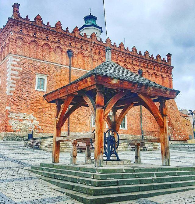 Not an old town anymore  #travel #iseeplaces #travelphotography #worldinmotion #allaroundtheworld #postcardsfromtheworld #discoverearth #arountheworld #travelling #traveltheworld #travelgram #travelphoto #picoftheday #photography #bestoftheday #instavacation #l4l #followforfollow #followme #travelmore #sculpture #art #design #urbanart #urbandesign #capturedconcepts #marvelshot #conceptualphotography #visualsoflife #castle