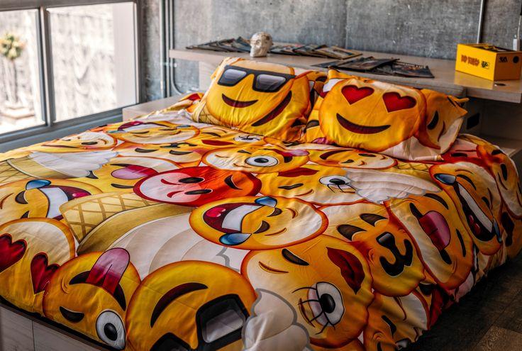 Emoji apaixonado 20 pinterest almofada for Emoji bedroom ideas