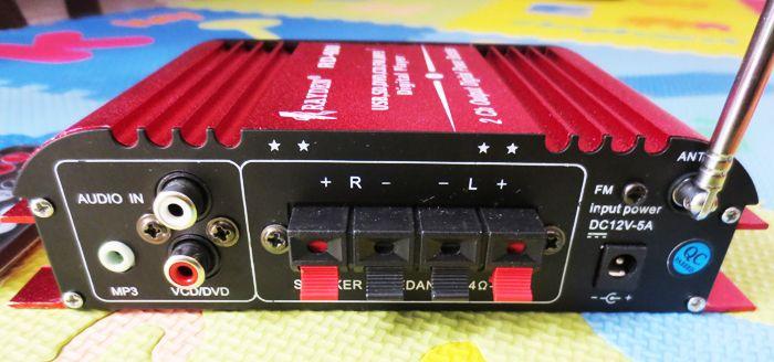 Mini amplifier menggunakan tegangan 12 volt DC sehingga cocok untuk digunakan pada kendaraan (mobil/sepeda motor). Mini amplifier sudah dilengkapi player digital yang disertai remote untuk mengendalikan playernya