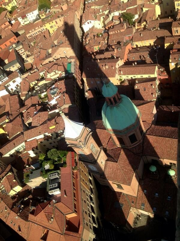 Twitter / @Suzanne, with a Z Courtney @Suzanne Courtney @TheTravelBunny: 498 steps up - tweeting from the top of The Asinelli Tower. Check out the view