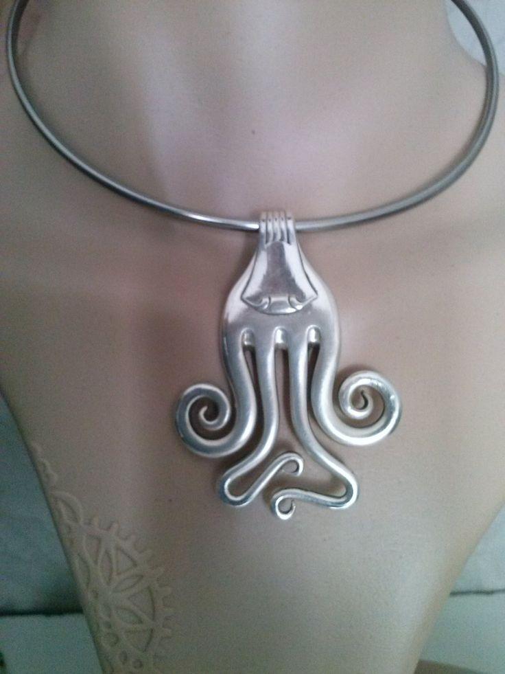 """Pendentif fourchette, """"scorpion """", bijoux original,artisanal, tour de cou anti allergique fait main, art déco, : Pendentif par j-v-bijoux"""