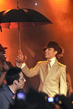 Can I get under that umbrella ella ella?