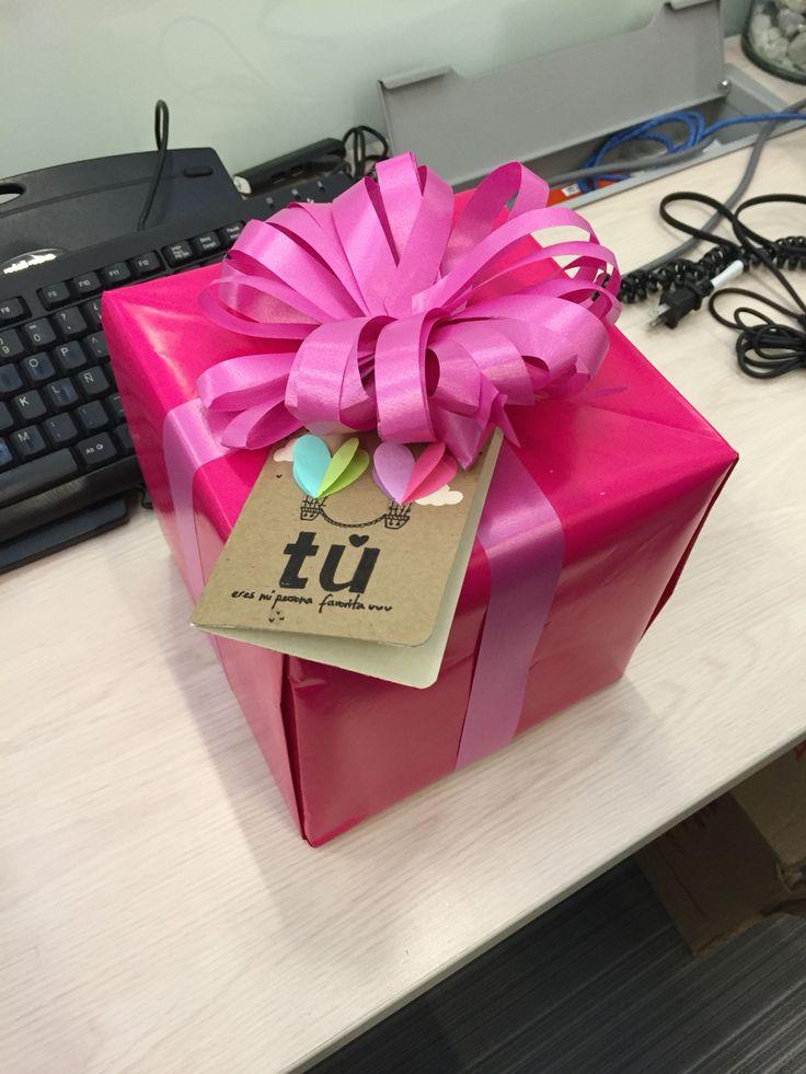 Caja LOVE de cartón regalo