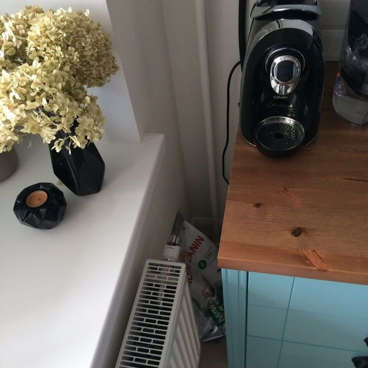 Всем привет! Однажды показала одну фотографию своей кухни, и по сей день получаю вопросы про ручки, производителя и тд)) Не думала,что кому-то она покажется очень интересной (хотя что уж там говорить, я ее безумно люблю-своя же! да еще и первая)) Так вот, приглашаю всех желающих...