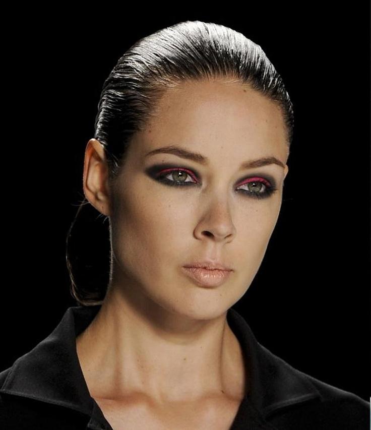 Tendencias de maquillaje para la próxima primavera: eyeliner rosa