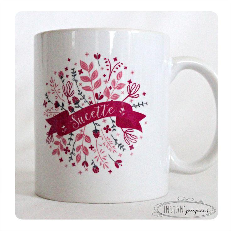 """mug prénom à personnaliser """"bannière sur couronne de feuilles et fleurs fuchsia, rose et gris"""""""