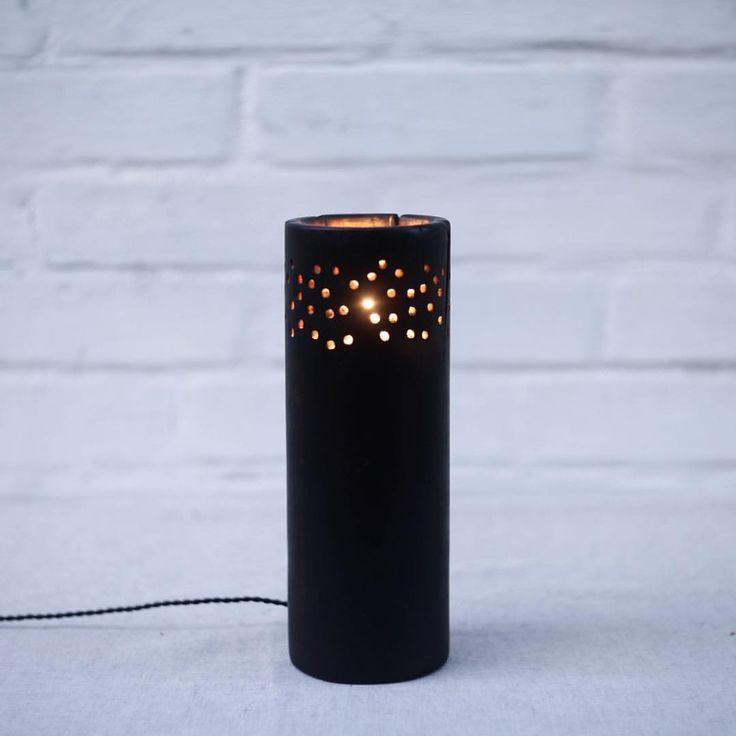 черные лампы из клёна-это особый рецепт  каждая из них имеет свою уникальную форму, фактуру, изъяны. они обжигаются на открытом огне до черна. но главная магия происходит тогда, когда внутри появляется свет. лампа ожила, теперь она может освещать комнату мягкими световыми пятнами и тихонько пахнуть костром. в таких процессах вся душа