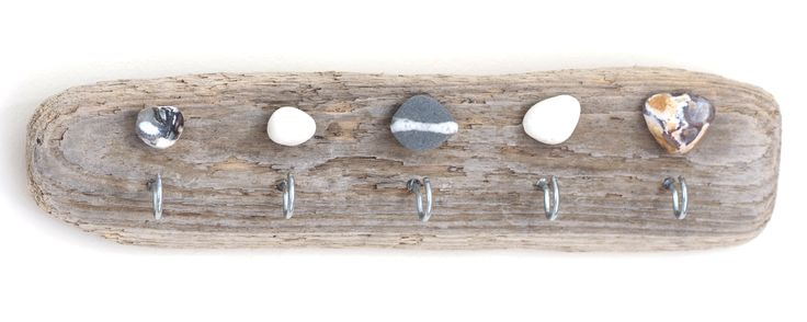 Driftwood keyring holder / maybe for towels in the kitchen / bathroom / love this