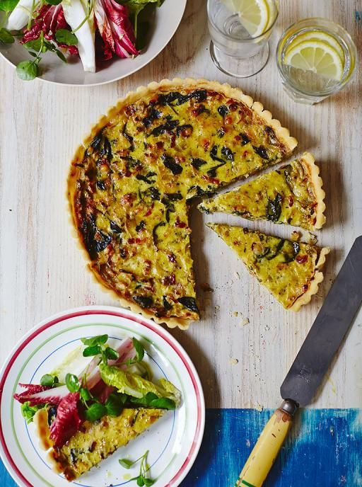 JAMIE OLIVER'S GLUTEN FREE QUICHE - Mmm, bacon, garlic, leeks, spinach, cheese, and thyme? I'd say this will go over well :)