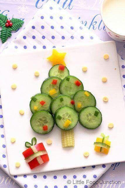 kerstboom van komkommer en paprika