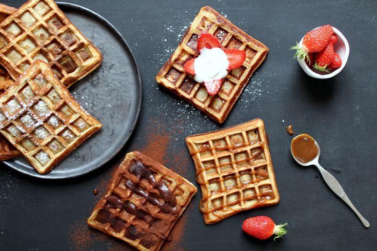 Les gaufres ultra-bonnes de Cyril Lignac avec tous les toppings que j'aime : choco-coco, caramel ou fraise <3 Recette par ici ! http://www.royalchill.com/2016/04/15/gaufres-cyril-lignac-toppings-choco-coco-caramel-ou-fraises/ #gaufres #waffles #food