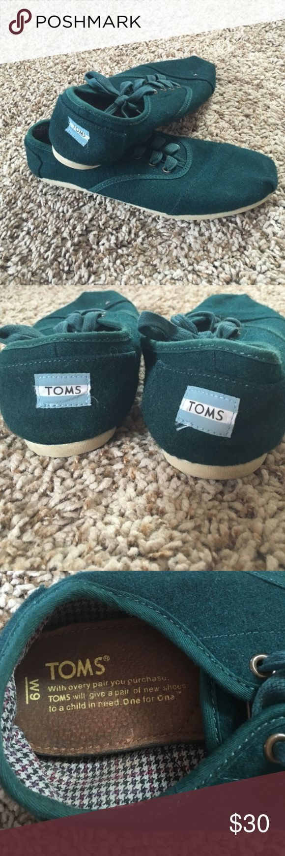 Women's Green Laced Toms Shoes Sneaker These are barely worn green sneaker TOMs! They are slightly small on me so I barely wore them! Super comfortable! TOMS Shoes Sneakers