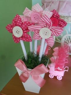 Arranjo fuxico.: Arrangement, Button Flowers, Arranjo Fuxico, Flores Fuxico, Yoyo Flower, Hair Bows Lazito, Flower Fuxico, Costurar Fuxico Bordando, Buttons Flower