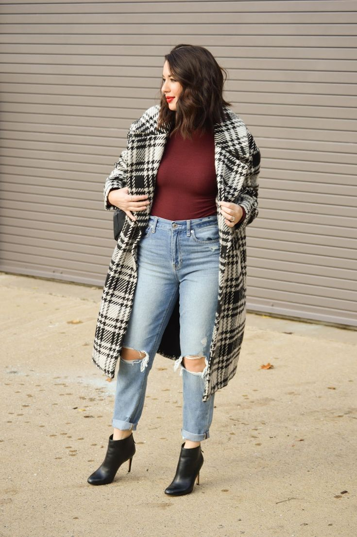 Styling a Checkered Coat on Rosy Outlook today! www.rosyoutlookblog.com checkered, checked, coat, zara, mom jeans, street style, winter, outfit, booties, holiday, fashion