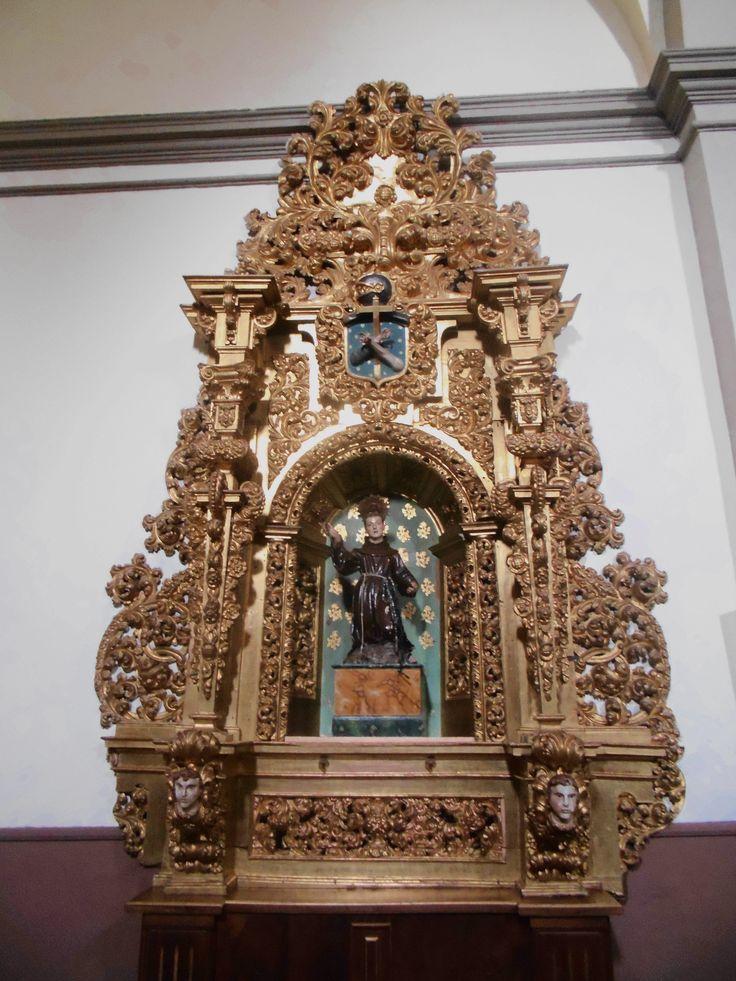 Convento de Santa Isabel e Iglesia de San Martín. Retablo lado del Evangelio