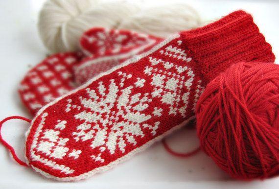 Mittens in Traditional Scandinavian Snowflake Pattern