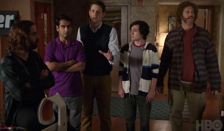 HBOs Silicon Valley: Sonntag startet die 4. Staffel! - https://apfeleimer.de/2017/04/hbos-silicon-valley-sonntag-startet-die-4-staffel - Gute Neuigkeiten für Fans der HBO-Serie Silicon Valley. Morgen Abend kehren die Jungs des Pied Piper-Teams zurück auf die TV-Bildschirme in den USA. HBO sendet die vierte Staffel der Erfolgsserie und hat speziell dafür nochmal einen neuen Trailer veröffentlicht.     Silicon Valley: Season 4...