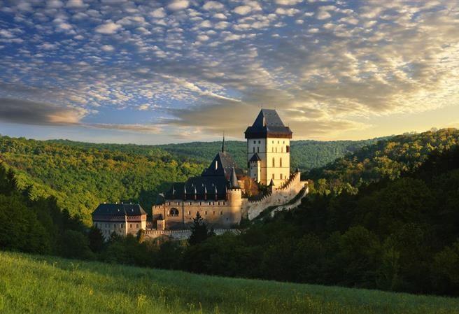 Kudy z nudy - Karlštejn - hrad ochraňující korunovační klenoty