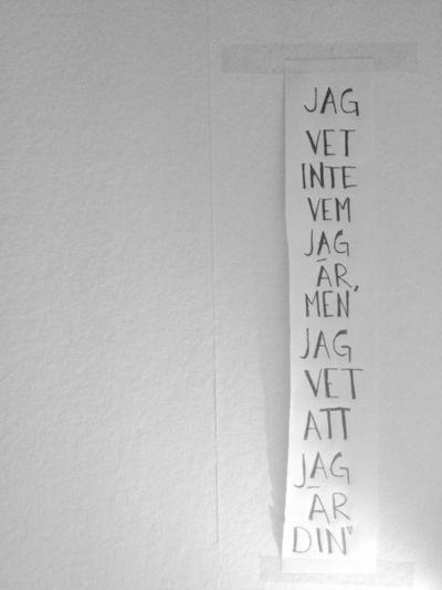 Jag vet inte vem jag är men jag vet att jag är din. Håkan Hellström.