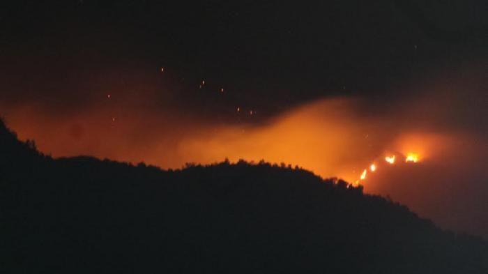 Dugaan Sementara, Penyebab Kebakaran Gunung Merbabu dari Api unggun   Gunung Merbabu di Jawa Tengah mengalami kebakaran di sekitar puncaknya. Api berkobar membakar semak yang badan di lokasi itu, dan sampai tengah malam Kamis (20/8) belum bisa dipadamkan. Berita itu juga dibenarkan oleh Petugas Balai Taman Nasional Gunung Merbabu. Usaha pemadaman dikerjakan dengan...  Sumber : http://www.kioopo.com/dugaan-sementara-penyebab-kebakaran-gunung-merbabu-dari-api-unggun-4231
