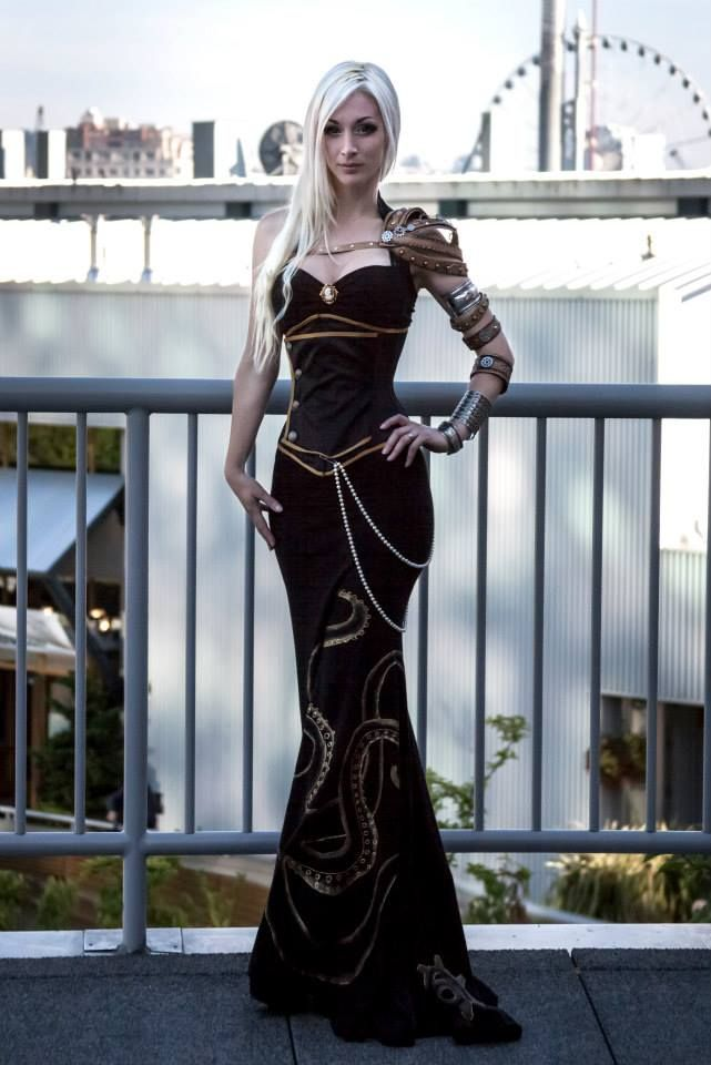 Beautiful floor length dress <<< SO COOL! This would be an awesome costume for Halloween or a Con :3
