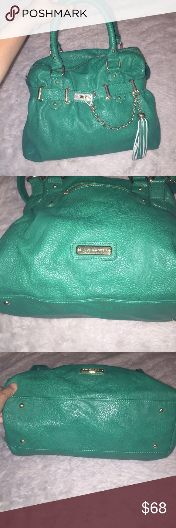 Steven madden jade green purse Giant purse can hold many things, this is a go rogue jade green with gold hard wear Steve Madden Bags