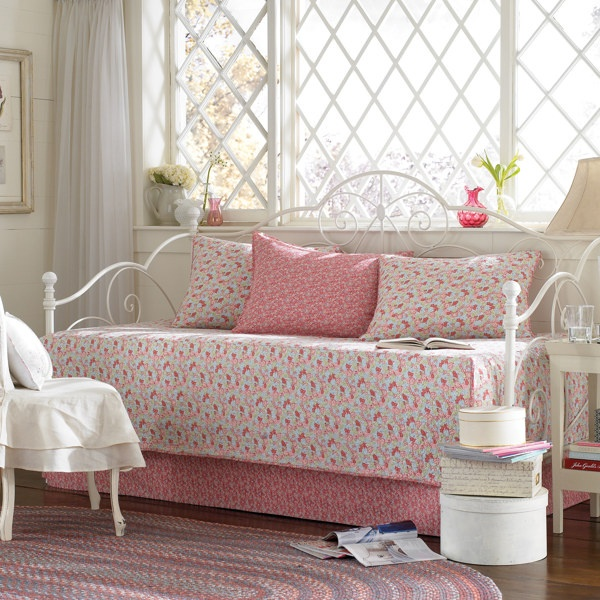 Laura Ashley Bedding For Daybeds : Laura ashley day bed bedroom ideas