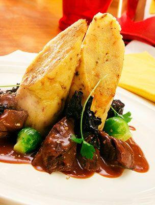 Bár cseh nemzeti étel, valószínűleg idehaza is nagy népszerűségnek örvend a knédli, ami a valaha készült legjobb tunkoló is.