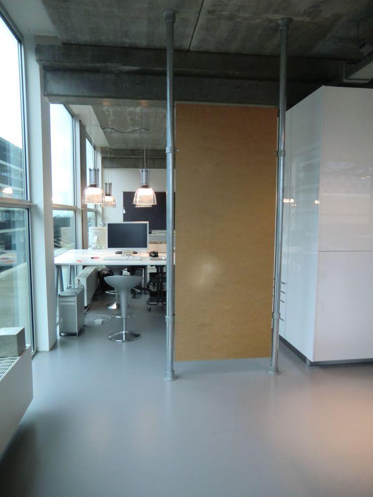Kantoor ingericht van onze 60,3 mm #buizen en #buiskoppelingen!  #doethetzelf #staal #kantoor #tafel