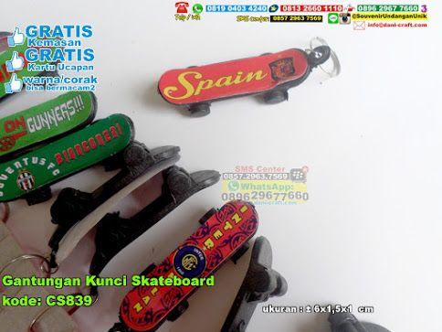 Gantungan Kunci Skateboard 3430 Hub: 0895-2604-5767 (Telp/WA)gantungan kunci skateboard, gantungan kunci unik, gantungan kunci murah, gantungan kunci lucu, gantungan kunci lucu, souvenir murah, souvenir unik, souvenir lucu #gantungankuncimurah #souvenirlucu #gantungankunciskateboard #souvenirmurah #gantungankuncilucu #souvenirunik #gantungankunciunik #souvenir #souvenirPernikahan