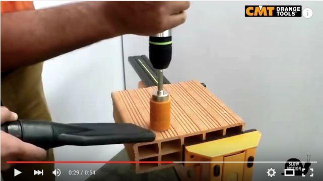 Scopri come lavorare con una sega a tazza CMT su mattone forato! #mattoneforato #segaatazza #segheatazza #tutorial #perforedbrick #holesaw